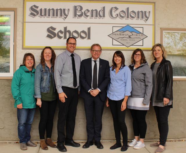Minister Eggen visits Sunny Bend